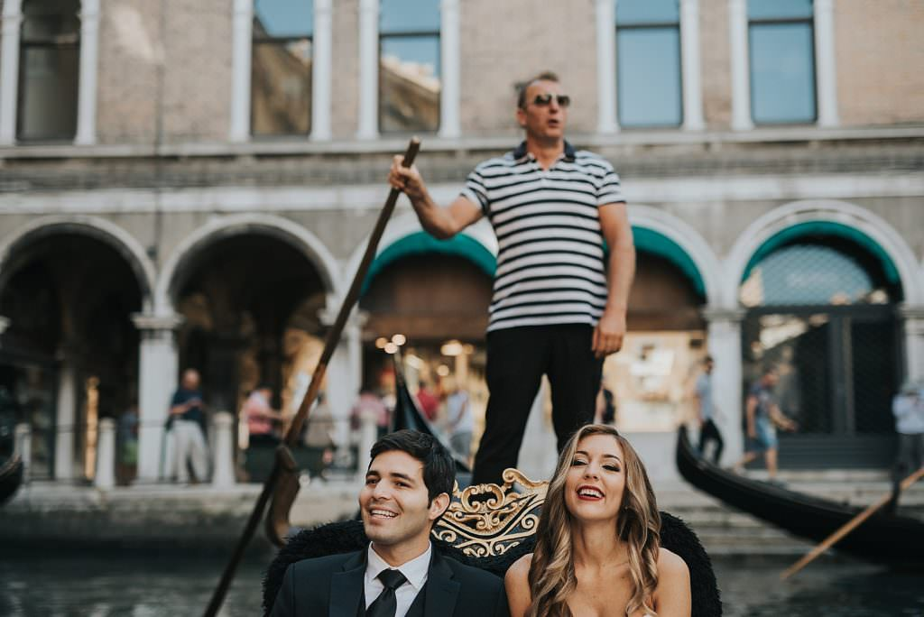 elopement in Venice gondola ride