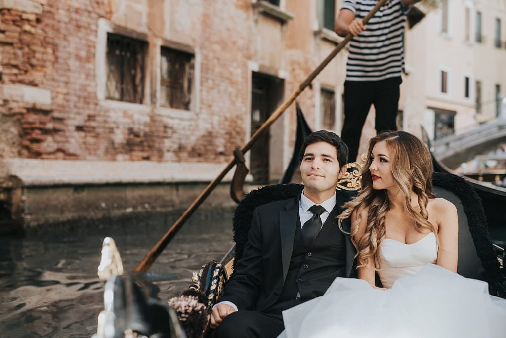 elopement-in-venice gondola